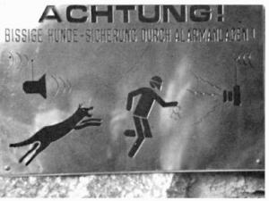 HF_1991_HinweisschilderaufganzbesonderenEigentuemer